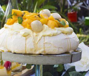 Perfect Pavlova with seasonal fruits