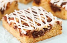 Cinnamon Roll Blondies