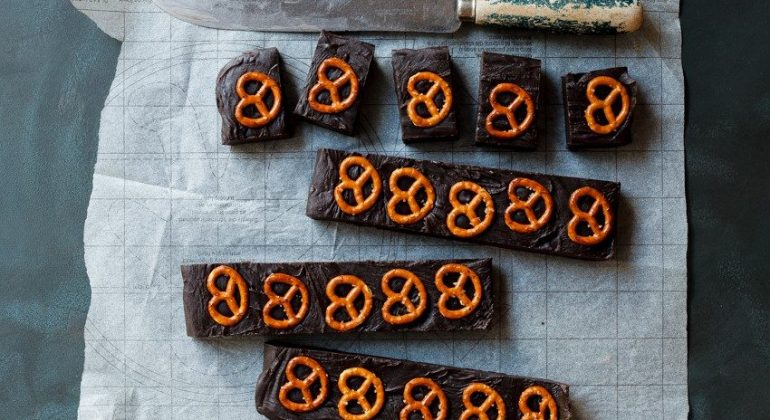 Easy Salted Pretzel Chocolate Fudge