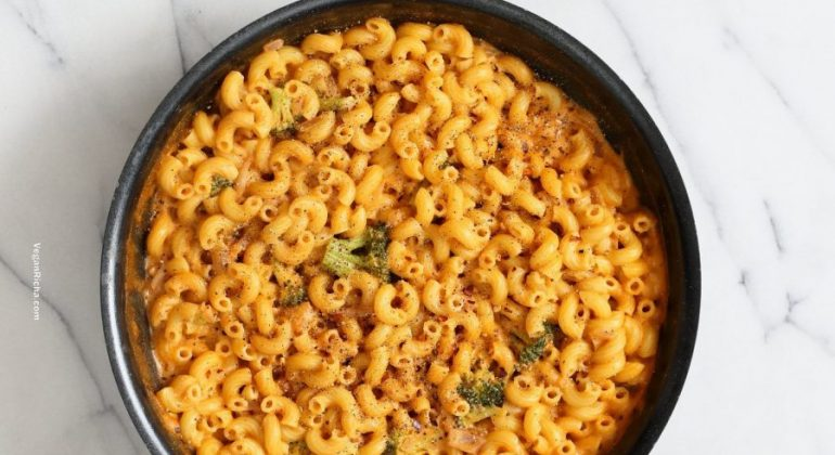 Spicy Garlicky Korean Mac and Cheese with Gochujang