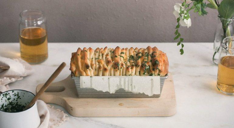 Cheesy Bay Pull-Apart Bread