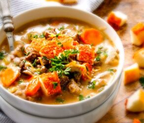ONE POT Philly Cheesesteak Soup