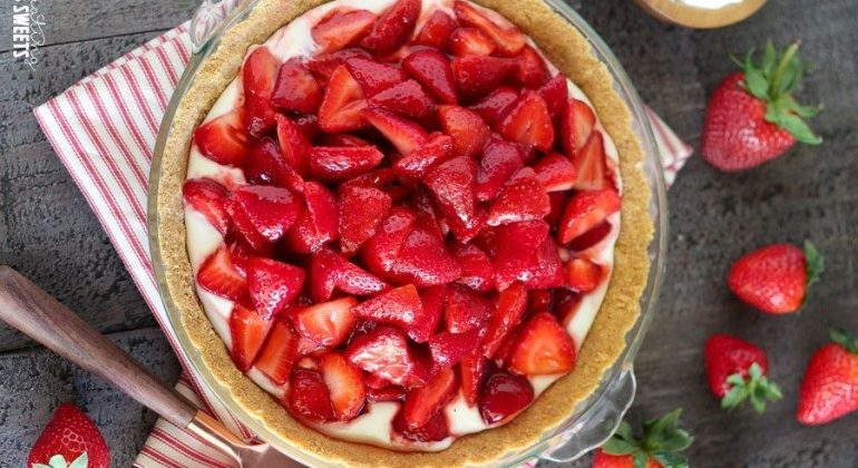 No Bake Fresh Strawberry Cream Cheese Pie